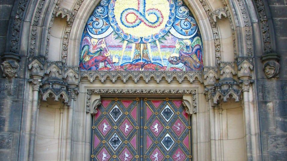 Le portail de la basilique Saint-Pierre-et-Saint-Paul,  photo: Štěpánka Budková