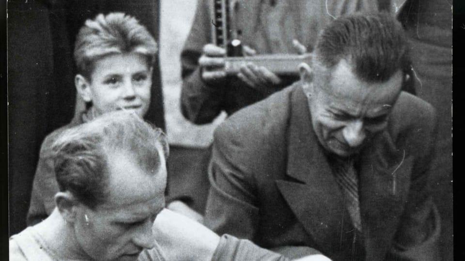 Josef Laufer avec Emil Zátopek autour 1955 | Photo: e-Sbírky,  Musée national,  CC BY 4.0
