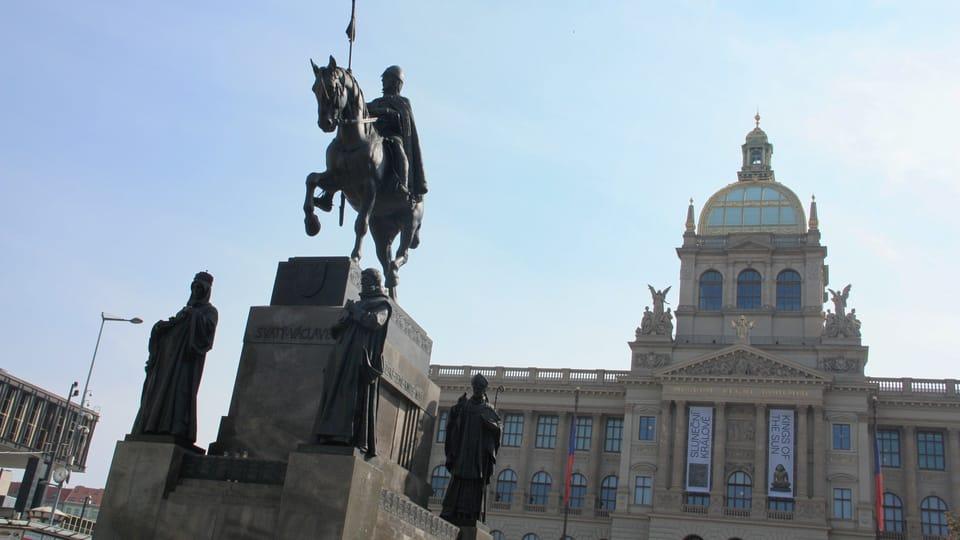 Cette célèbre statue équestre est complétée par quatre autres statues de saints tchèques : sainte Ludmila,  saint Procope,  saint Adalbert et sainte Agnès,  photo: Barbora Němcová