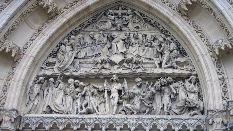 Le portail de la basilique Saint-Pierre-et-Saint-Paul,  photo: Kristýna Maková