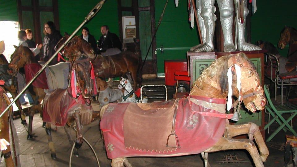 Le carrousel historique de Letná   Photo: Martina Schneibergová,  Radio Prague Int.