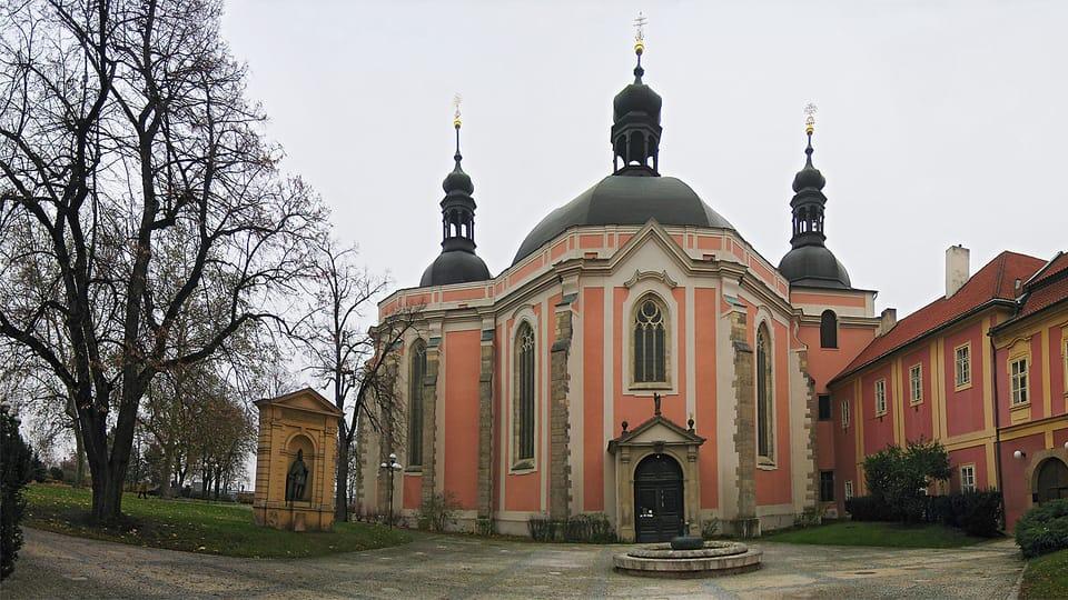 L'église Notre-Dame de l'Assomption et Saint-Charlemagne à Karlov,  photo: milada13,  CC BY-SA 3.0